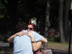A man hugging a girl on a second date